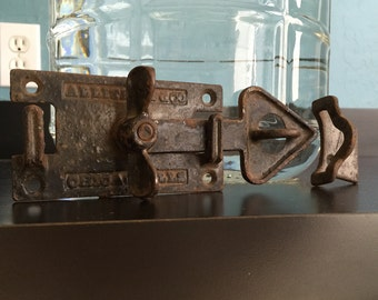 Antique barn door latch NOS (7- buy one or buy all) 2pc 2-way gate shed stable coop latch hook w/ lock clasp heart-shaped cast iron Allite