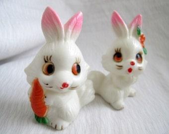 Vintage plastic bunny salt and pepper shaker set / Vintage rabbit with carrot salt pepper shakers / Easter salt and pepper