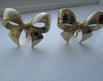RETRO Gold Tone Metal Decorative BOW earrings - perfect Gift Bow Earrings for the Holiday Season