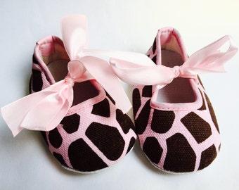 Baby Girl Crib Shoes ,giraffe print , Baby Booties,baby girl shoes