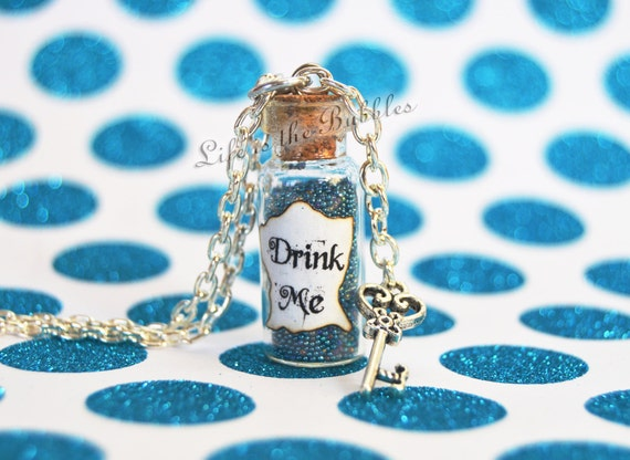 Drink Me Necklace, Alice in Wonderland, Bottle Necklace with a Key Charm, Through the Looking Glass, Disney Bound, Disney Cosplay