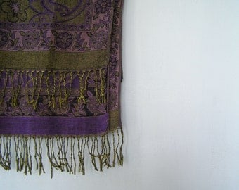 Boho Fringe Scarf, Vintage Blanket Scarf Neck Warmer in Purple Gold, Soft Long Scarf, Festival Fashion Scarf, Paisley Shawl, Shoulder Wrap