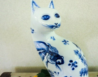 Vintage  Flow Blue Cat Figurine - Porcelain Chinoiserie Cat with Fish - Blue Fantasy Asian Style Decor - Gift for Cat Lover - Gift for Her