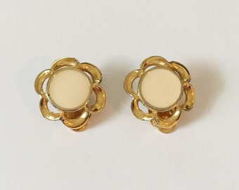 Cute Pair Of Vintage Gold Tone Scallop Edge Beige Enamel Clip On Earrings