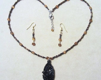 Black Carved Bird & Amber Black Bronze Glass Bead Pendant Set, Seed Bead Necklace Set Glass Bead Jewelry, Jewelry Sets Earth Tones Gift
