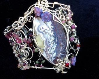 Filigree bracelet with crazy lace stone