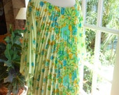 Vintage pleated top poncho 60's 70's butterfly sleeve accordion pleats flowy top bat wings beach floral: one size fits most