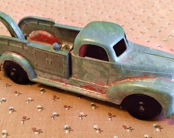 Vintage Hubley Die-Cast Kiddie Toy Tow Truck #460