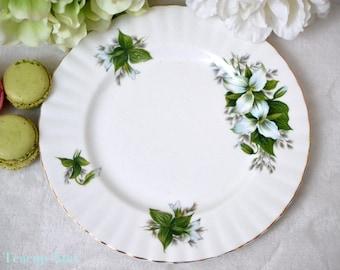 Royal Albert Trillium Salad Plate, English Bone China Salad Plate, Porcelain Replacement China, ca. 1975-1997