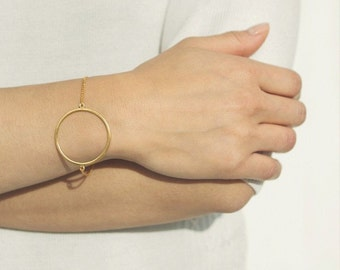 Delicate simple everyday open circle bracelet