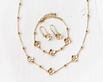 675_Gold flowers set, Floral jewellery, Cubic zirconia set, CZ jewellery, Jewellery sets, Crystals jewellery, Set for gift, Mother's gift.