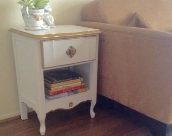 White and Gold Trim French Hollywood Regency End Table, Nightstnad