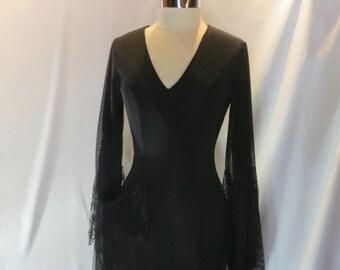 Morticia Addams....Meshy Entangoments....slinky lace