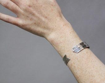 Diagonal Stripe Cuff Set / sterling silver / herringbone + arrow line design / stacking bracelets