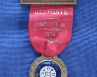 Vintage Pressed Metal Badge Holder With Delegate Ribbon and Medal, Pin - 25th Convention 1973, Kansas City, Mo. - Finding, Supply, Jewelry