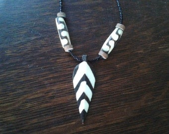 Kenyan Chevron Arrowhead Spearhead Necklace in Brown Wood, Inlaid White Bone and Black Beads