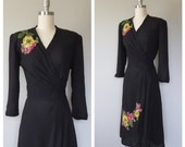 40s rayon dress size medium / 40s floral dress / dark floral dress / 1940s dresses / WWII era dress / 40s swing dress