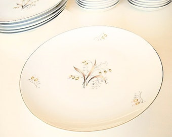Vintage Meito China Dinner Plates Lily of The Valley, fine Asian china, platinum rims, replacement china