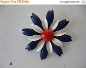 ON SALE vintage. BROOCH. flower. Enamel. pin. Daisy. 1960s. large.