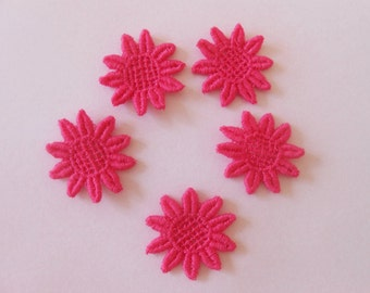 5 lace flowers with 2.6 cms