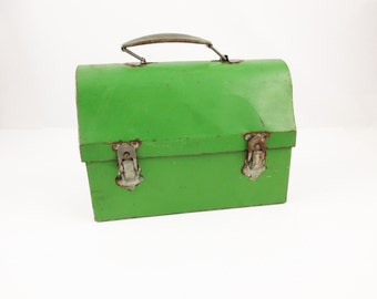 A Shabby Green Metal Lunchbox With Matching Thermos, 'The American Thermos Bottle Company' - Metal Handle - Off-White Inside - Name Slot