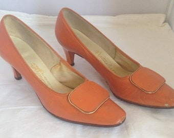 1960s sherbet orange kitten heel pumps - AU 8 / EU 39