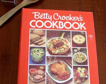 Collectiable Betty Crocker Hardback Cookbook - 1970's Betty Crocker's  Looseleaf Binder Cookbook - Binder Style Retro Everyday Cookbook