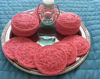 20 reusable cotton facial rounds in Iced Strawberry
