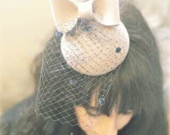 BABETTE mini hat with a cute bow and spot veiling
