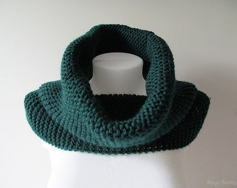 Hand Knitted Cowl in Dark Green - Chunky Knit Cowl - Neckwarmer - Wool Blend - Ready to Ship