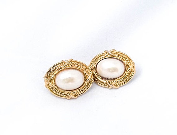 Vintage Gold colored Rope framed Clip earrings with pearl cabochon