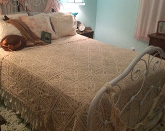 Gorgeous Vintage Bedspread Hand Crochet Romantic Cottage in Cream~  Art History