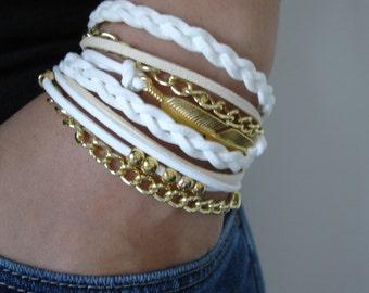 Boho Bracelet, White Boho Bracelet, Teen Girl Gift, Teenager Feather Bracelet,Suede Bracelet, Gold Bracelet, Wrap Bracelet, White Boho Wrap