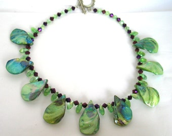 Shell Necklace, Crystal Necklace, Green Necklace, Elegant Iridescent Necklace, Green Necklace, Mother of Pearl Shell,  Crystal Necklace 2
