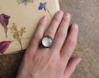 Small ring with moving sand under a glass dome, choose a size, Statement Ring, jewelry, sand, ring by MARIAELA