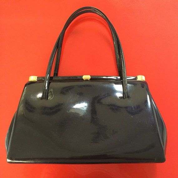 Mod handbag navy top handle purse patent vinyl gold clasp bag suede lined 1960s 1970s vintage accessory