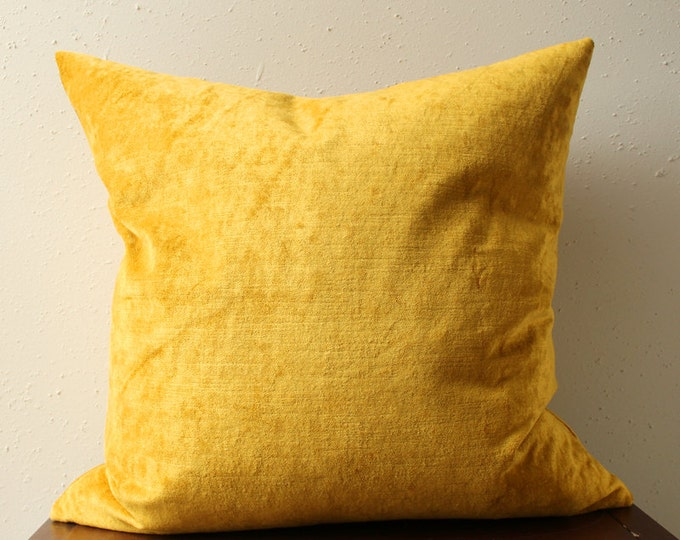 ultra luxe gold velvet pillow
