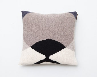 Cat eye Pillow knitted from lambswool