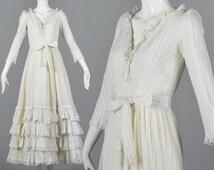 XS 1970s Mexican Maxi Dress 70s Boho Hippie Wedding Dress White Mexico Boho Dress Full Skirt Ruffle Hem  Prairie Peasant Dress Vintage Boho