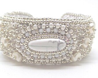 Cuff Howlite bracelet