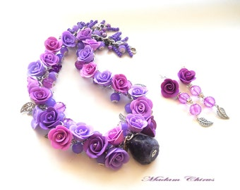 Necklace with earrings with purple roses