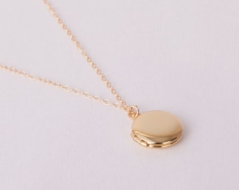 Fine Gold Necklace Medaillon Photo Locket  Tiny Locket Necklace Golden Necklace