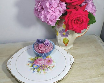 Vintage Cake plate in the tudor rose pattern with central pink flowers and gilded edges.