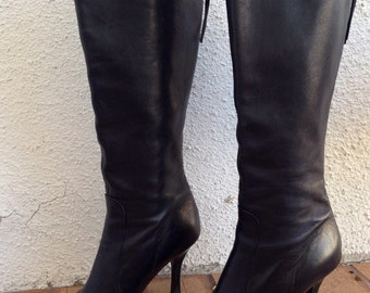 Ladies Size 6 Banana Republic Classic Black Leather Pointed Toe Tall Leather Boots, Zip Up Backs, Tight Fitted, Mid Heel, Made in Italy