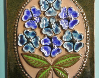 Swedish retro vintage 1960s jie Gantofta larger ceramic wall plaque with blue flower motive, design by Aino