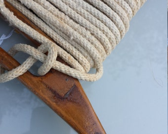 Antique clothes line winder and rope