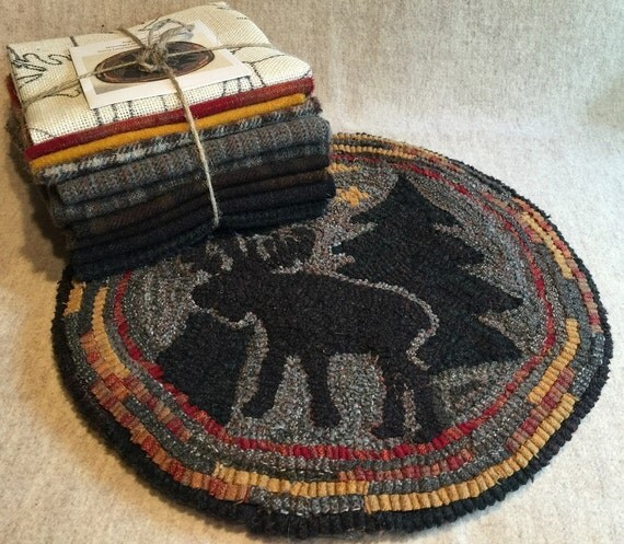"""Primtive Rug Hooking Kit for """"Moonlight Moose"""" Chair Pad  14"""" Round  K112"""