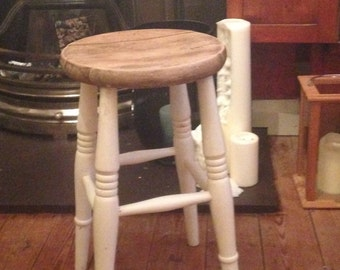 Vintage Cottage /Farmhouse Shabby Cream-Painted Old Stool.
