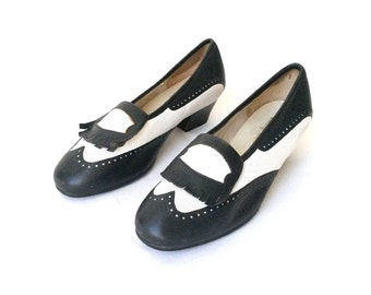 80s a la 40s STYLE spiess PUMPS black and white with fringes tassels chunky heel retro mod modern retro / Size 6.5 us / 4 uk / 37 eu