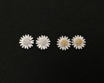 Sterling Silver Daisy Flower Studs. Cute Flower Earrings. Sterling Silver Daisy Earrings. Gift for Her. Flower Girl Earrings. Daisy Flower.